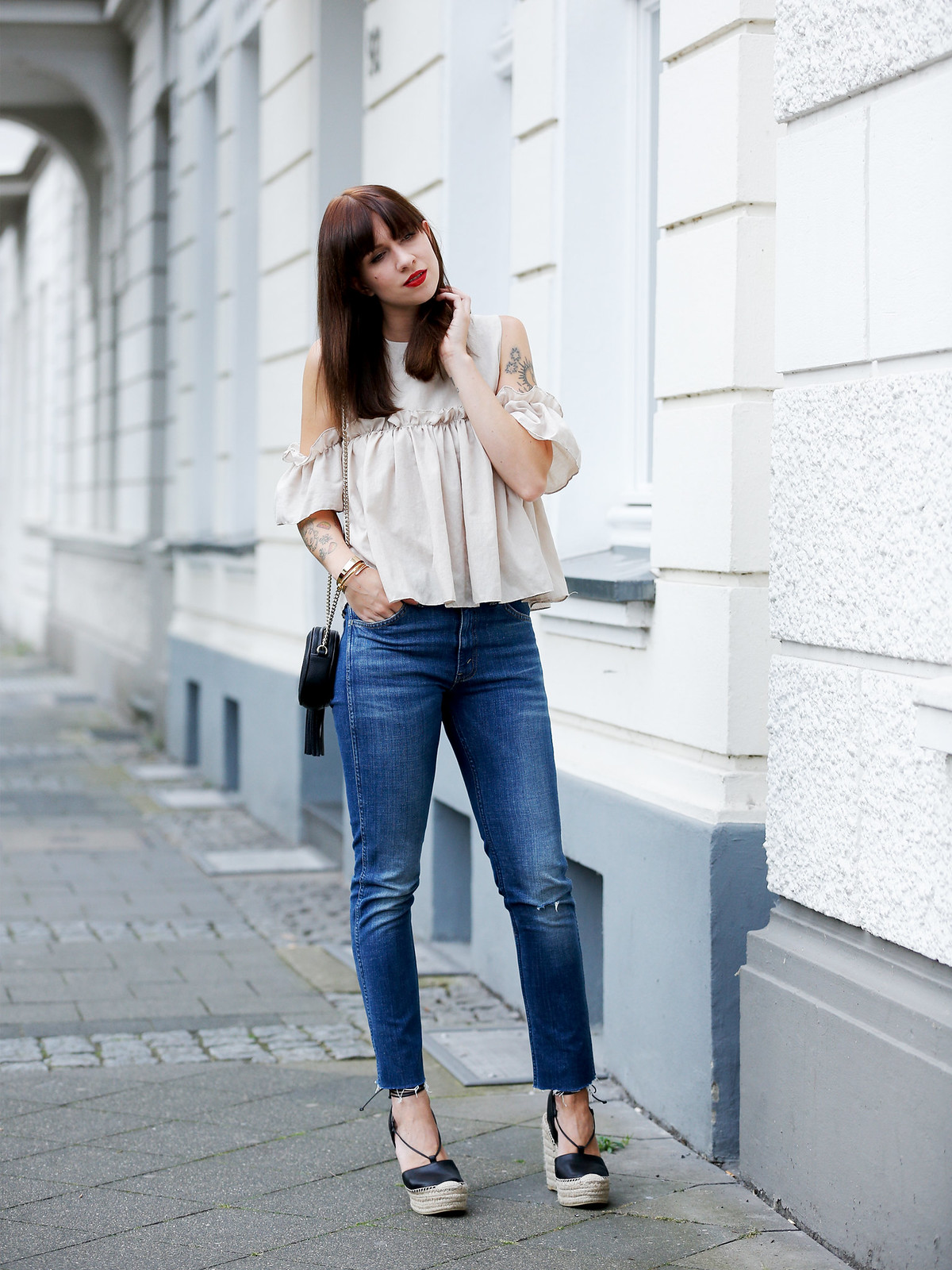 outfit ootd denim levi's storets ruffle blouse gucci soho bag saint laurent espadrilles luxury fashionblogger germany berlin cats & dogs modeblog ricarda schernus 6