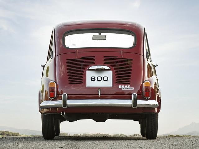 SEAT 600 L Especial, вид сзади. 1972 – 1973 годы