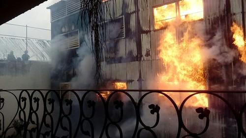 Incendio en fábrica de plásticos en la colonia Artesanos, Guadalajara.