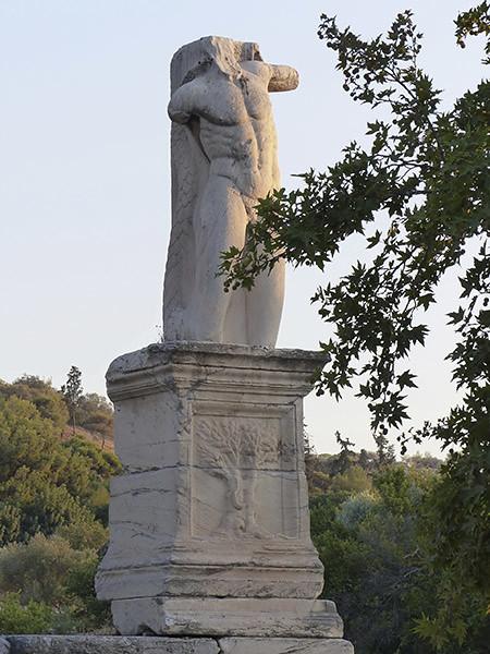 deuxième grande statue de l'agora antique