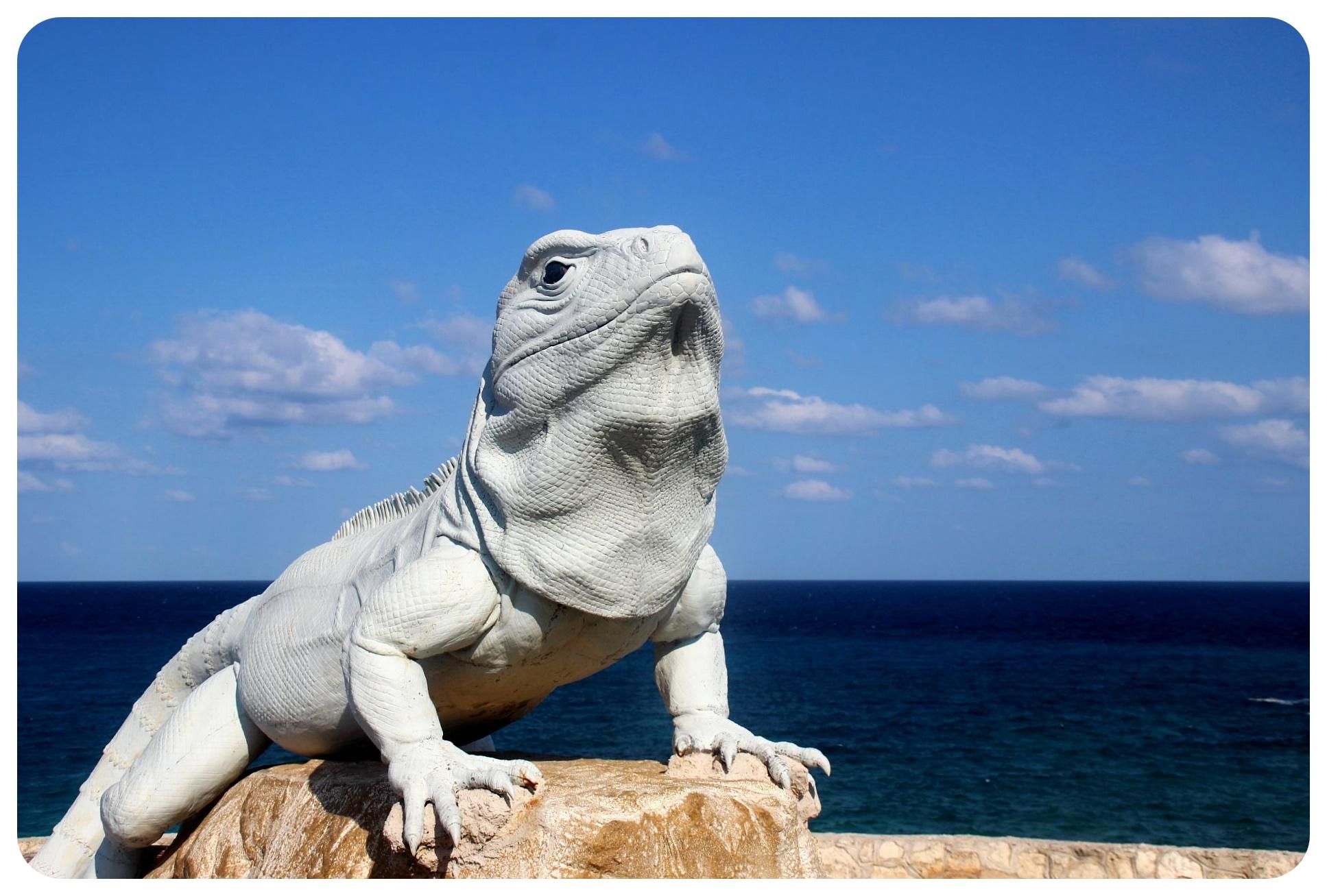 isla mujeres lizard statue