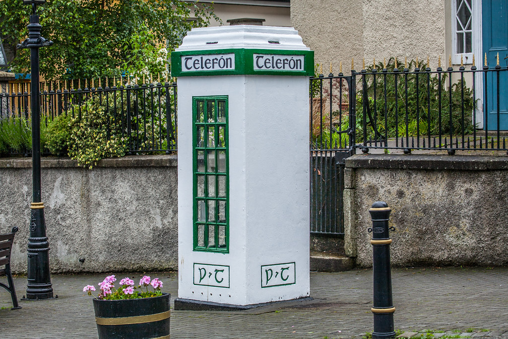 OLD P&T TELEFON KIOSK [PHOTOGRAPHED IN ENNISKERRY ALMOST TEN YEARS AGO]-121238