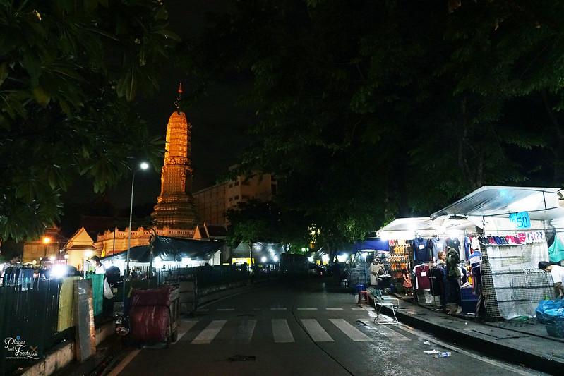 saphan phut night market wat liap