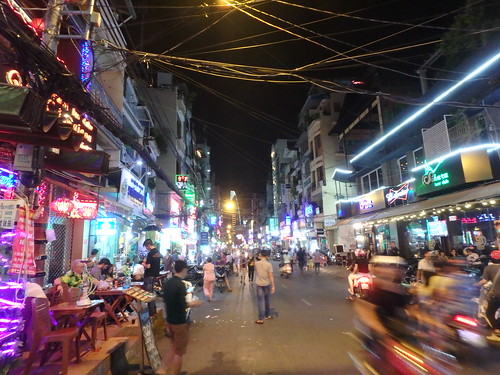 saigon-backpacker-street