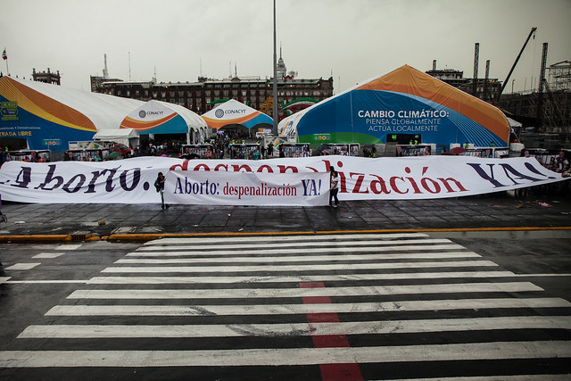 """Feministas integrantes de la Campaña Nacional por el Derecho a Decidir exigieron la """"Despenalización Ya"""" del aborto en todo el país"""