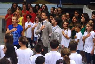 Noicattaro. Il sindaco Innamorato saluta gli alunni front