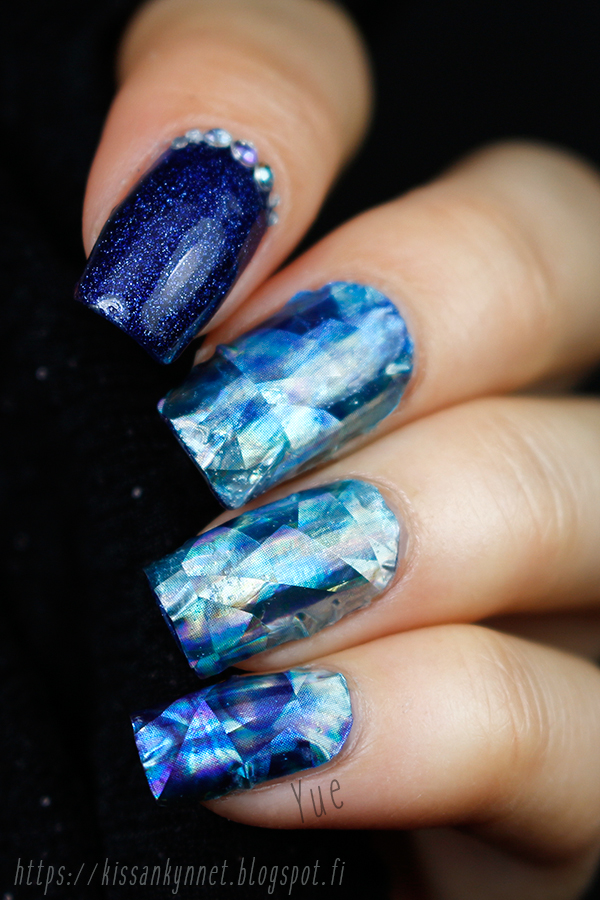 blue_holo_crystal_nails_2