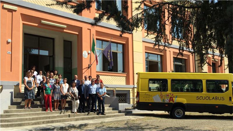 """Castel Bolognese: Inaugurato il nuovo scuolabus e presentati gli interventi di miglioramento antisismico nelle scuole """"Ginnasi"""""""
