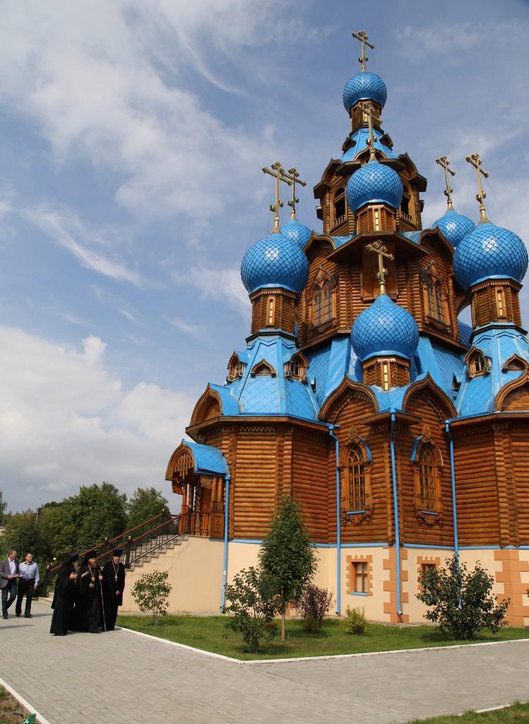 Епископ Савва посетил храм Преображения Господня при НИИ ЦПК им. Ю. А. Гагарина в Звёздном городке