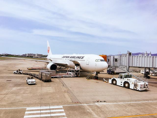 伊丹空港JALの737