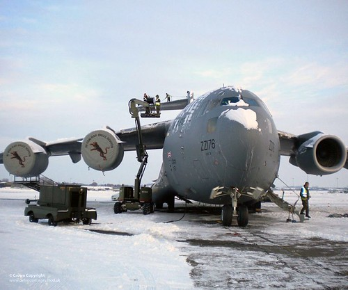De-Icing an RAF C-17 Globemaster Aircraft | by Defence Images