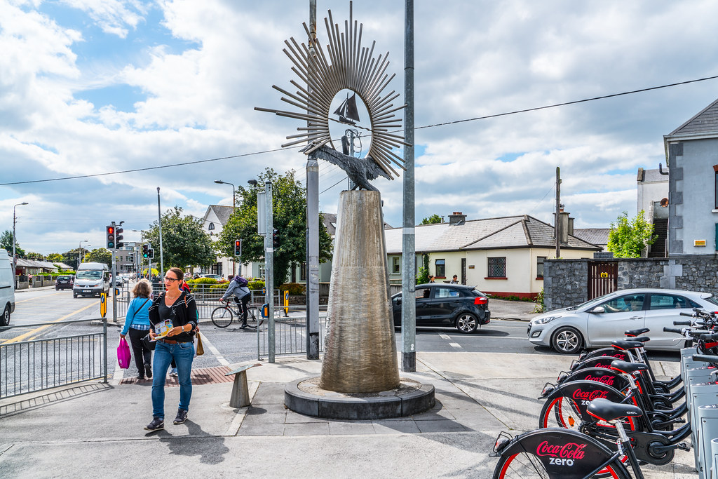THE CLADDAGH ICON BY JOHN COLL [TWO FOR THE PRICE OF ONE - A BIKE DOCKING STATION PLUS A SCUPLTURE]-119815