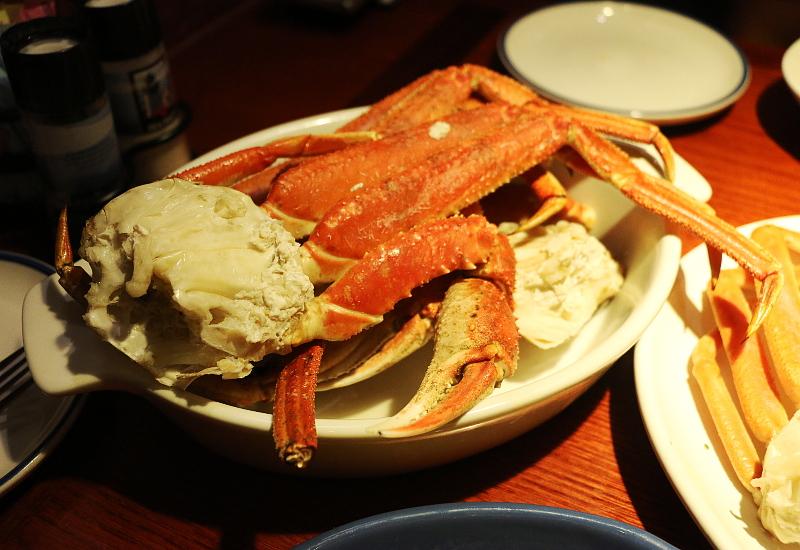 Red-lobster-Alaska-bairdi-crab-legs-5