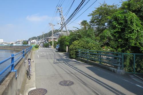 境川沿いの藤沢市片瀬一丁目の馬喰橋