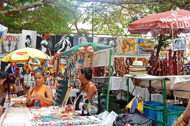 vedado-sidewalk-market