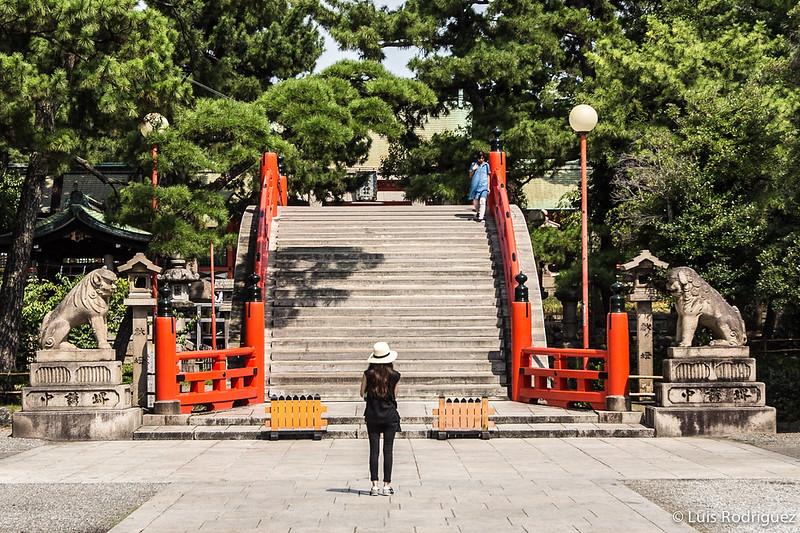 Puente Sorihashi del santuario Sumiyoshi Taisha en Osaka