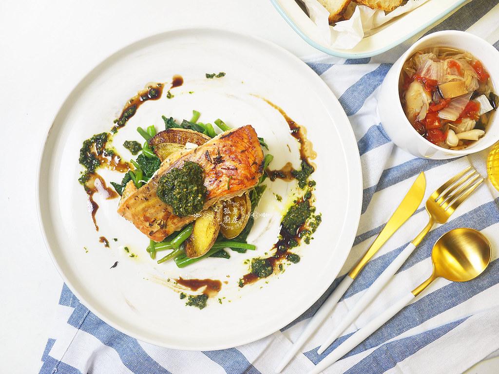 孤身廚房-烤鮭魚排佐香料烤南瓜及蒜香皇宮菜20