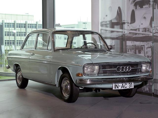 Двухдверное купе Audi 60. 1969 - 1973 годы производства