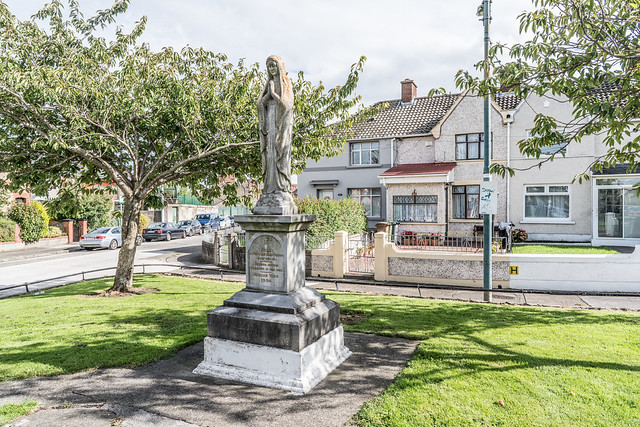 MARIAN STATUE IN HAROLDS CROSS [AT THE END OF MOUNT DRUMMOND AVENUE]-121444