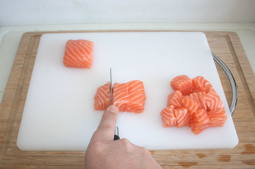 26 - Lachs würfeln / Dice salmon