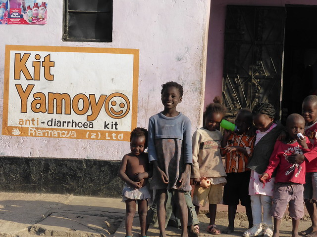 Kit Yamoyo Wall Painting George - with children