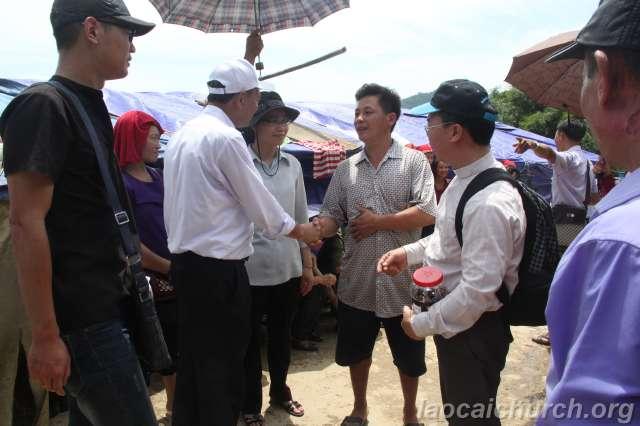 Sống Lời Chúa dạy - Caritas Hà Nội Thăm Vùng Lũ Cuốn Tại Lào Cai