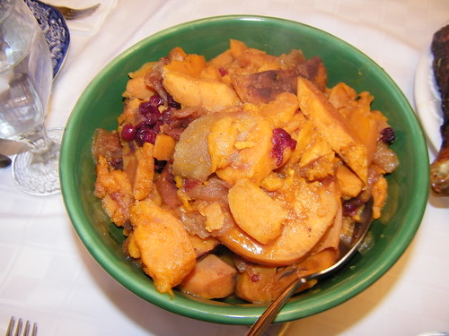 Slow Cooker Sweet Potatoes & Cranberries