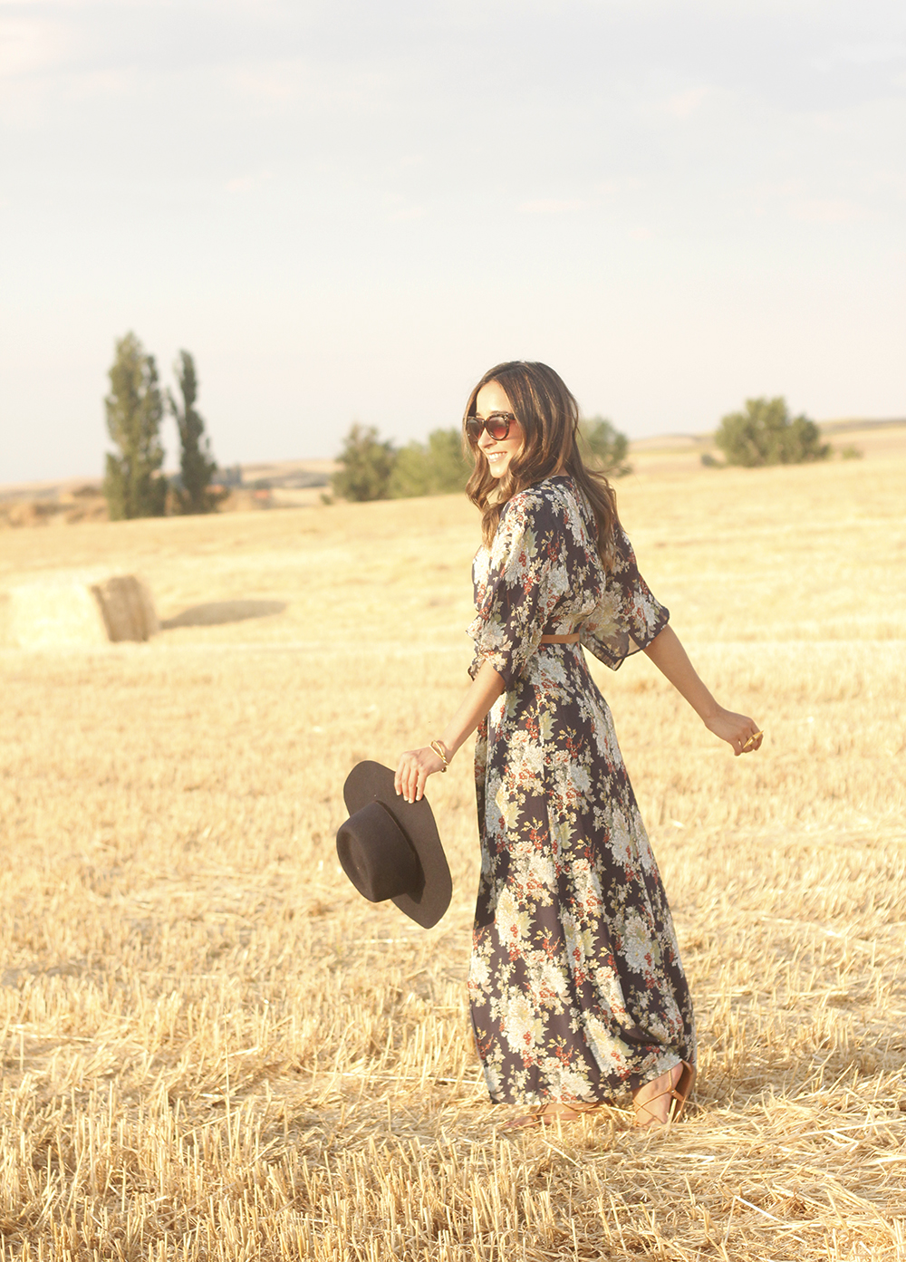 Maxi floral print dress uterqüe blue hat sunnies countryside summer outfit flat sandals massimo dutti12