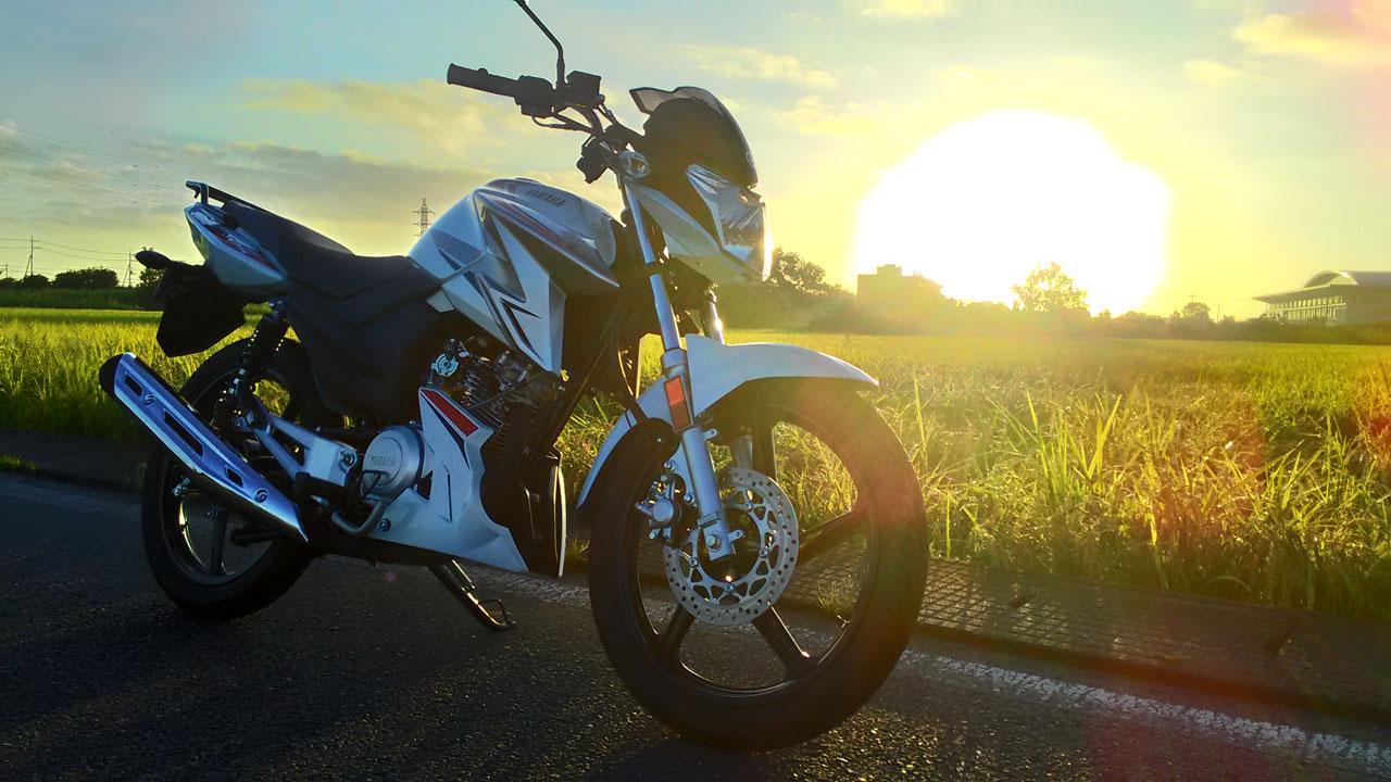 YX125と朝日