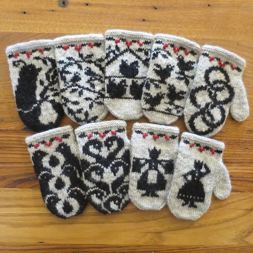 12 Days of Christmas Mitten Garland
