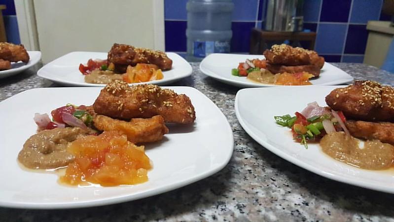 Starter: Akara Prawn Toast With cashew & peanut sauce Tomato salsa Papaya chutney #NewNigerianKitchen #beans #blackeyedpeas #Nigeriancuisine #Nigerianfood #naijafood #madeinnigeria #kitchenbutterfly #NewNigerianKitchen