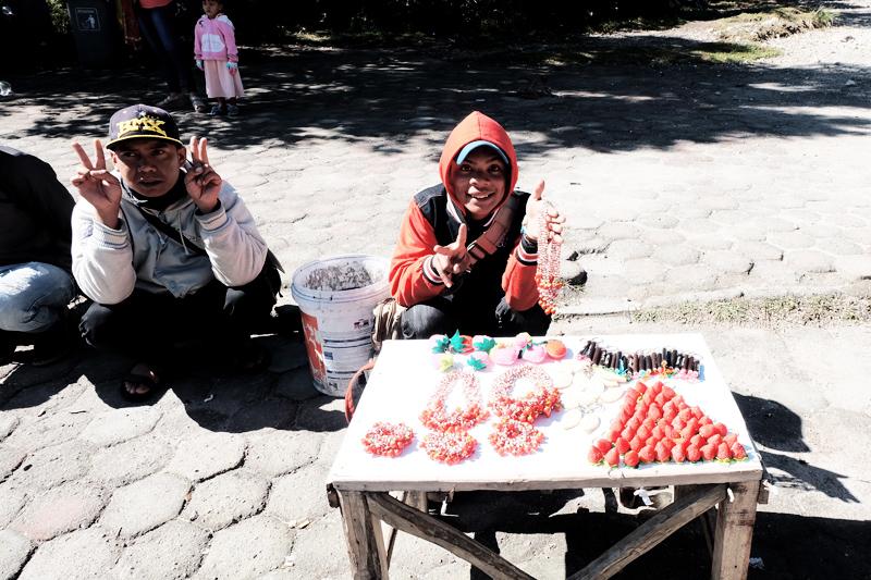 souvenir vendors kawah putih