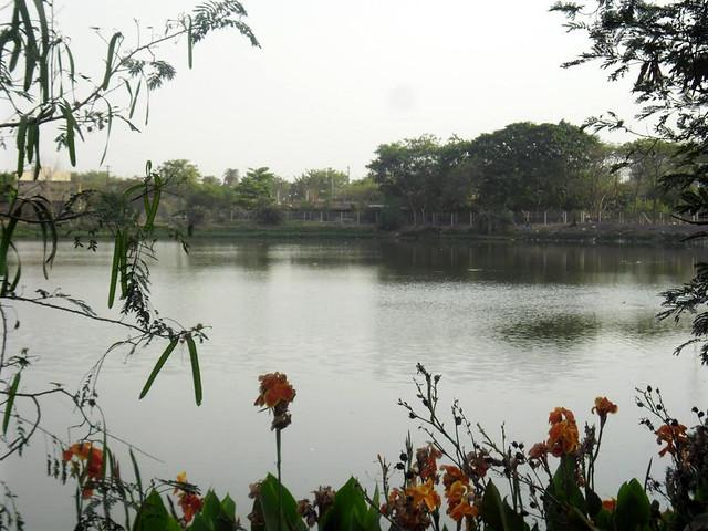 सन 2013 में खजराना तालाब का दृश्य