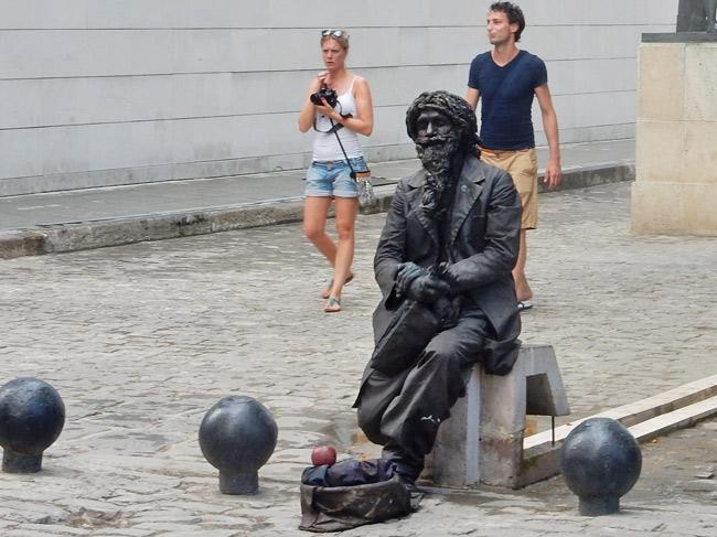 living-statue