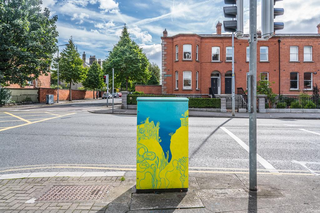 PAINT A BOX STREET ART ON THE SOUTH CIRCULAR RAOD [HEYTESBURY STREET JUNCTION] A-121503