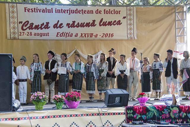 """ANSAMBLUL FOLCLORIC """"NISTOREANCA"""", Comuna Nistorești, Jud. Vrancea - la Festivalul """"Canta de Rasuna Lunca"""" Tecuci - 2016"""