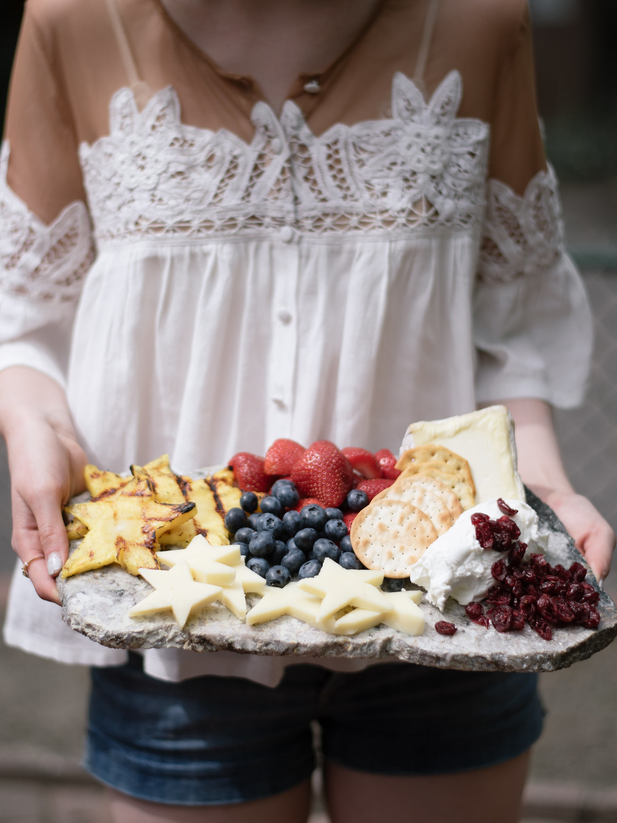 How To; Americana Inspired Fruit and Cheese Plate on juliettelaura.blogspot.com