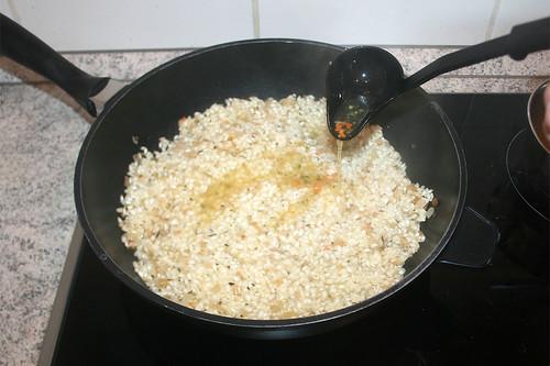 34 - Etwas Gemüsebrühe hinzufügen / Add some vegetable stock