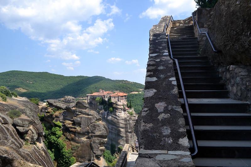 Una visita completa a todos los monasterios requerirá buenas piernas.