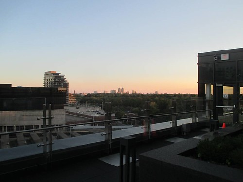 Looking south #toronto #yongeeglintoncentre #yongeandeglinton #parks #rooftop #patio #eglintonavenue
