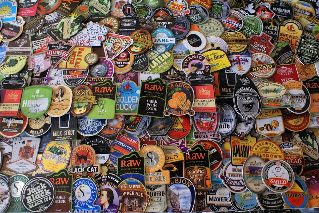 Pub dans le centre de Londres : Vous n'avez encore rien bu.