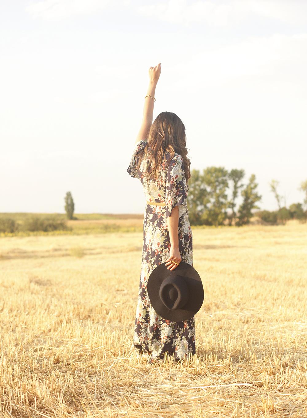 Maxi floral print dress uterqüe blue hat sunnies countryside summer outfit flat sandals massimo dutti14