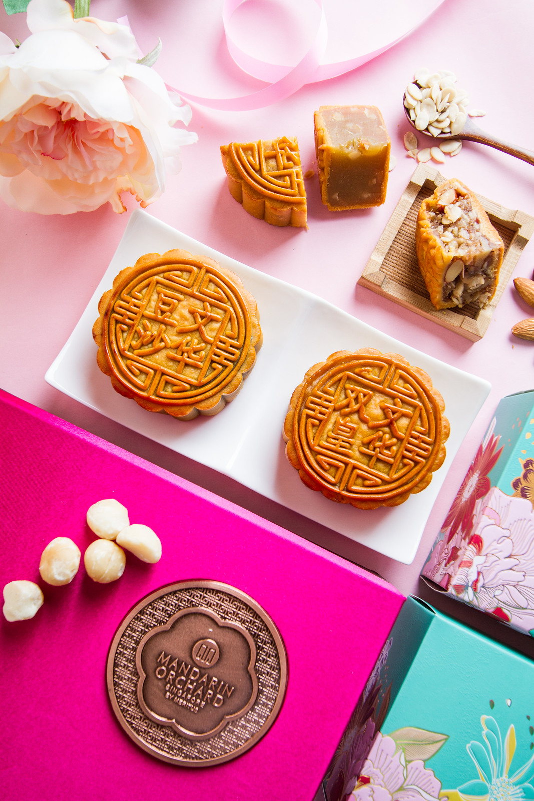 Mandarin Orchard mooncake 2016 - Baked Mooncake with Single/Double Yolk and White Lotus Paste