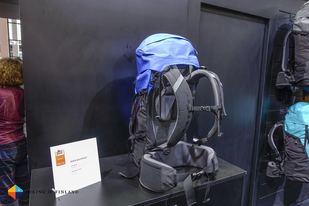 Side & Back-view of the Arc'teryx Bora AR Pack
