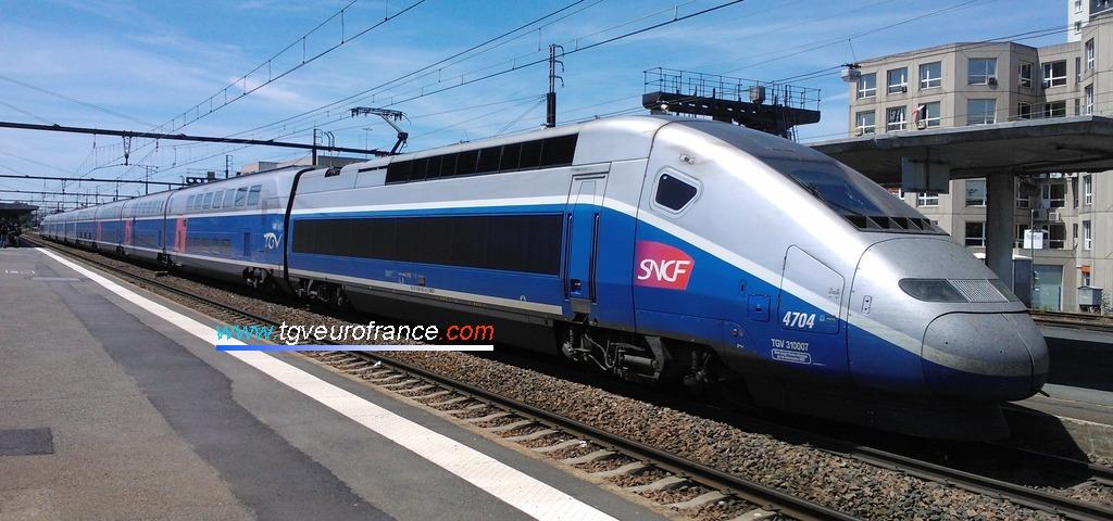 La rame TGV Euroduplex 4704 Alstom Transport de SNCF Voyages en gare de Saint-Pierre-des-Corps