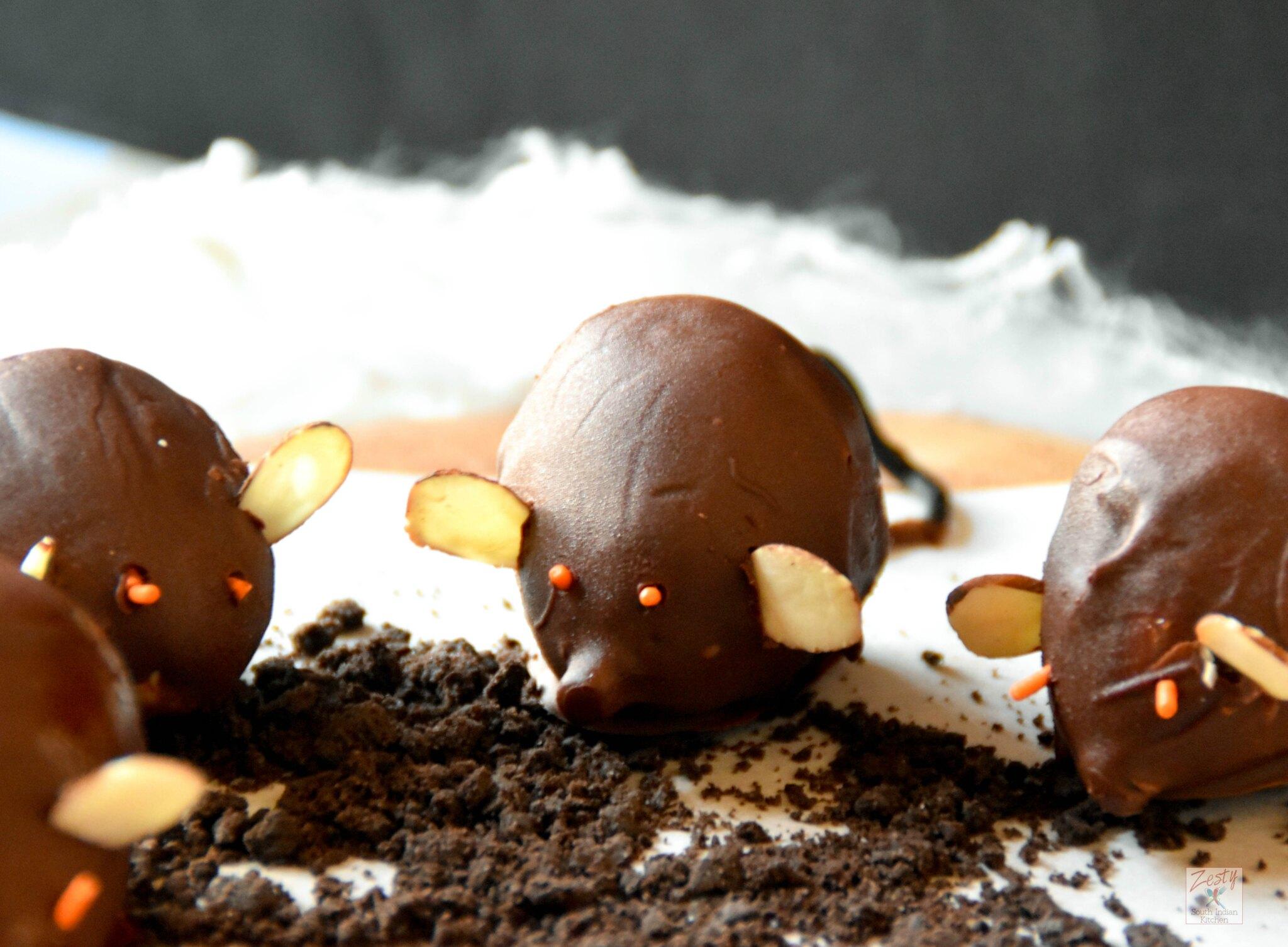 "<img src=""https://cdn.shortpixel.ai/client/q_glossy,ret_img,w_2048,h_1507/Chocolate fig mice.jpg"" alt="" Chocolate fig mice 3"">"