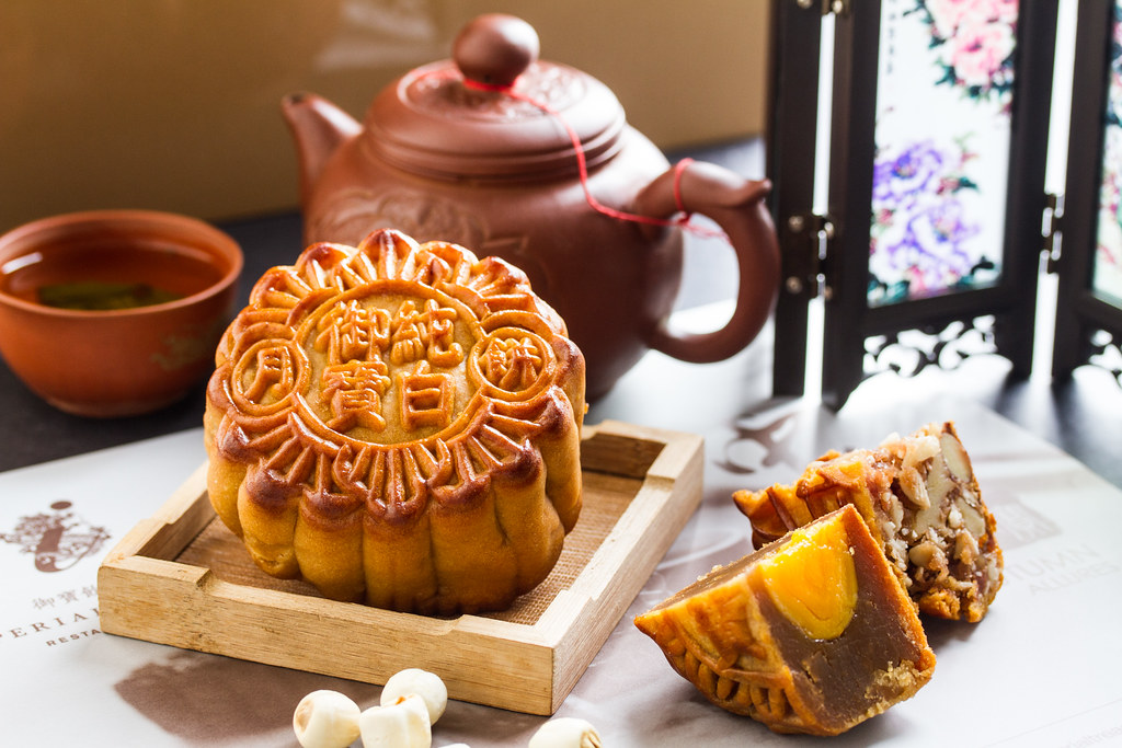 Imperial Treasure mooncake: single yolk mooncake