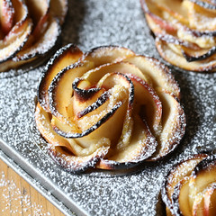 "Ābolu kūciņas ""Rozītes"" / Apple roses"