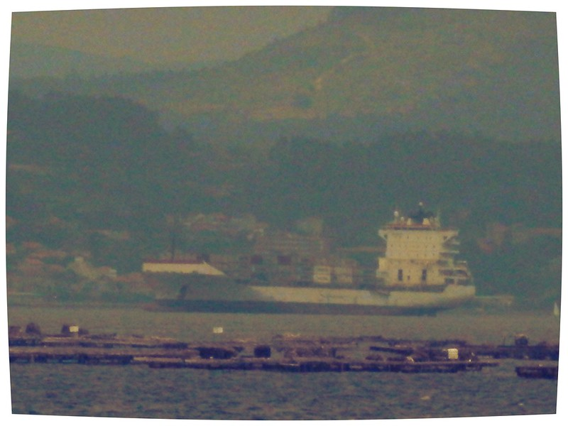 Gran barco en Combarro