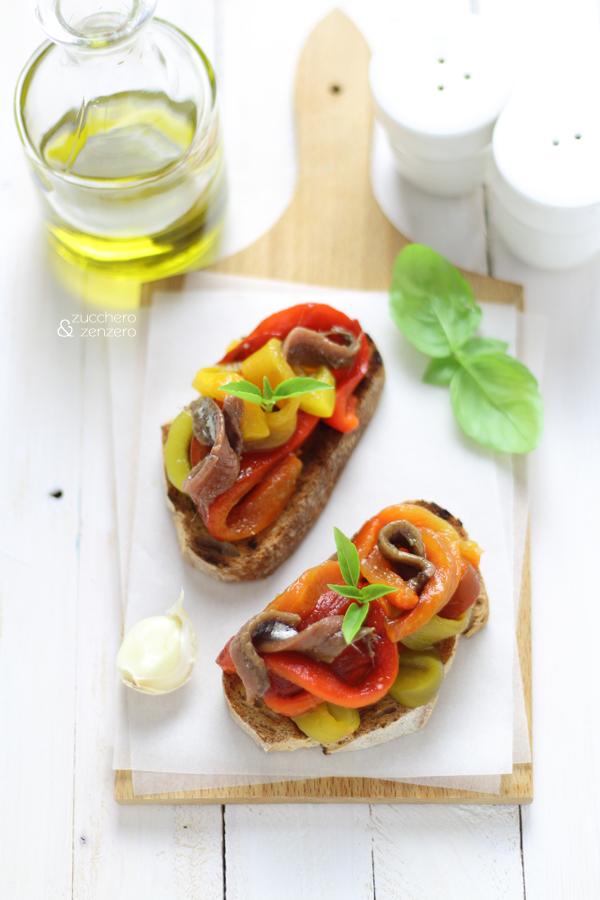 Bruschette con peperoni arrosto e alici